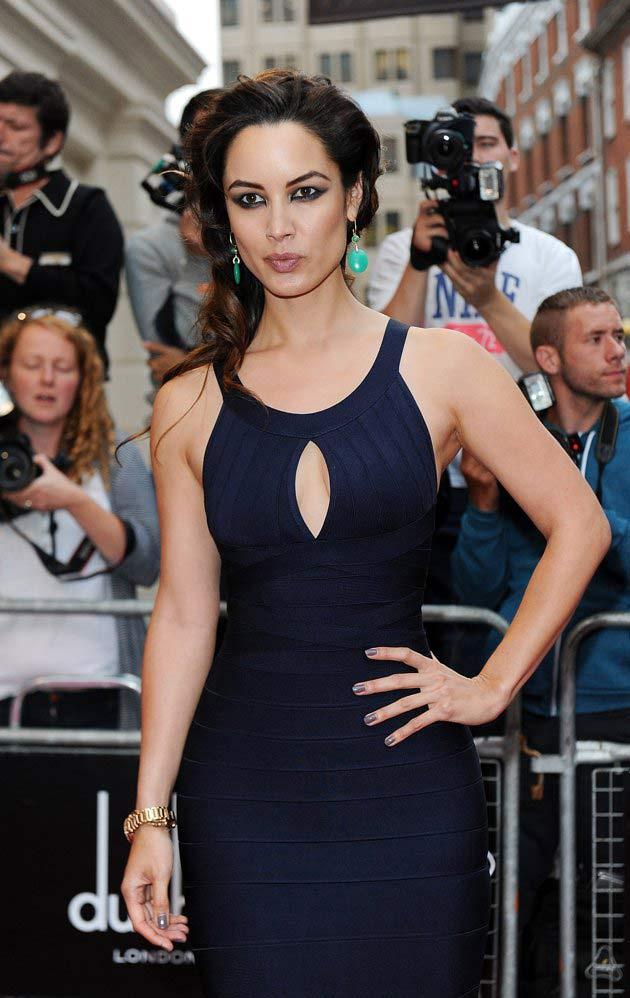 Khoe eo tài tình như Bond girl nước Pháp - 15