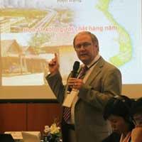 """Chuyên gia quốc tế """"bắt bệnh"""" TNGT Việt Nam"""