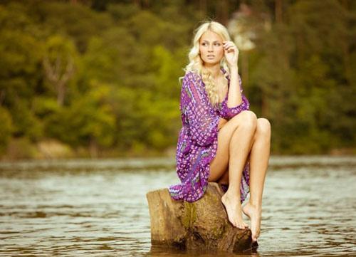 Đôi chân dài bất tận của tân Miss Earth - 4
