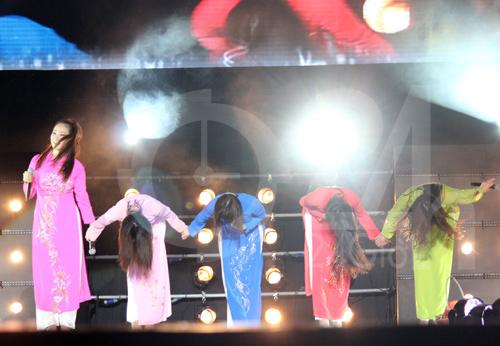 Wonder Girls mặc áo dài hát Nobody - 4