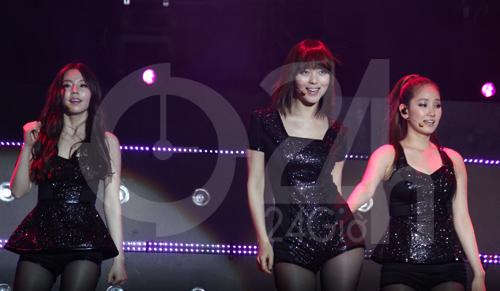 Wonder Girls mặc áo dài hát Nobody - 15