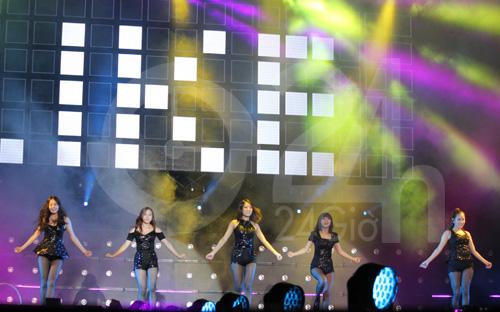 Wonder Girls mặc áo dài hát Nobody - 16