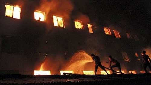 Cháy xưởng may ở Bangladesh: Hơn 120 người chết - 1