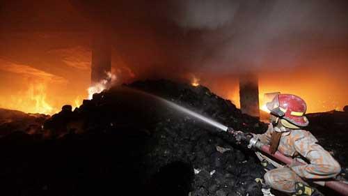 Cháy xưởng may ở Bangladesh: Hơn 120 người chết - 2