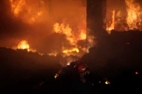 Cháy xưởng may ở Bangladesh: Hơn 120 người chết - 3