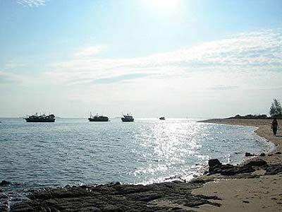 Khám phá bãi biển dài nhất Việt Nam - 2