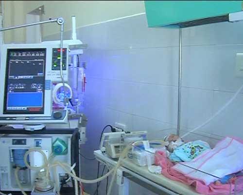 Quảng Ngãi: 6 ngày thở máy, bé trai đã tử vong - 1
