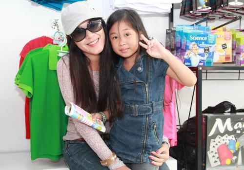 Dương Cẩm Lynh quấn quýt trẻ nhỏ - 12