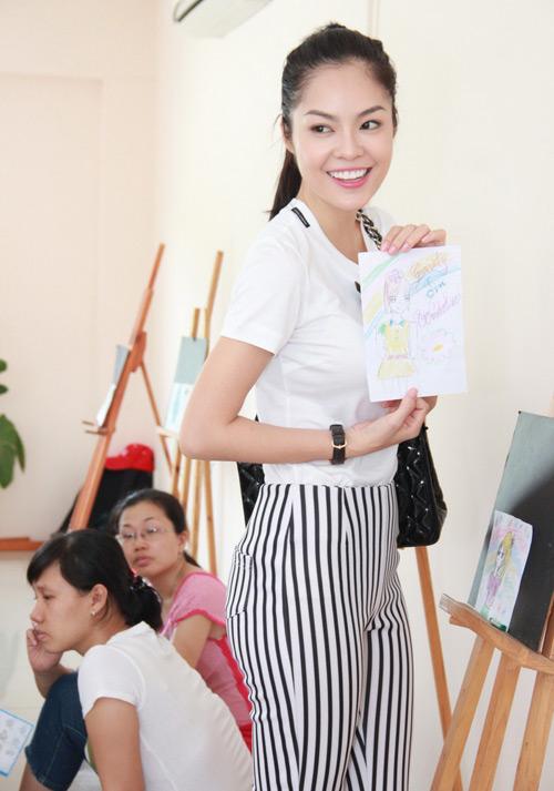 Dương Cẩm Lynh quấn quýt trẻ nhỏ - 7