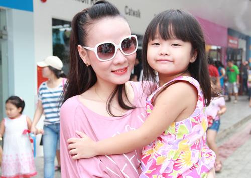Dương Cẩm Lynh quấn quýt trẻ nhỏ - 8