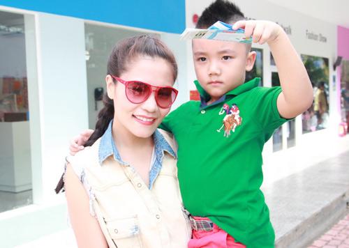 Dương Cẩm Lynh quấn quýt trẻ nhỏ - 9