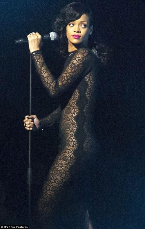 Phái mạnh lại chao đảo vì Rihanna - 10