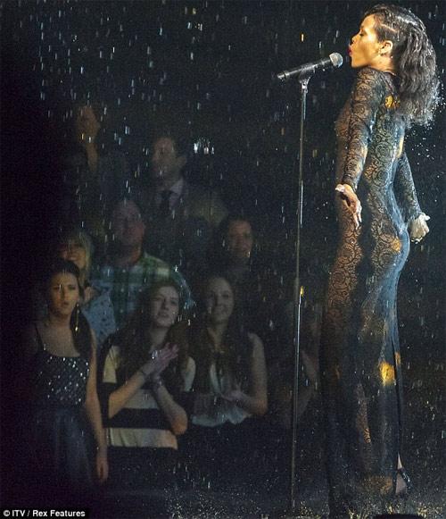 Phái mạnh lại chao đảo vì Rihanna - 12