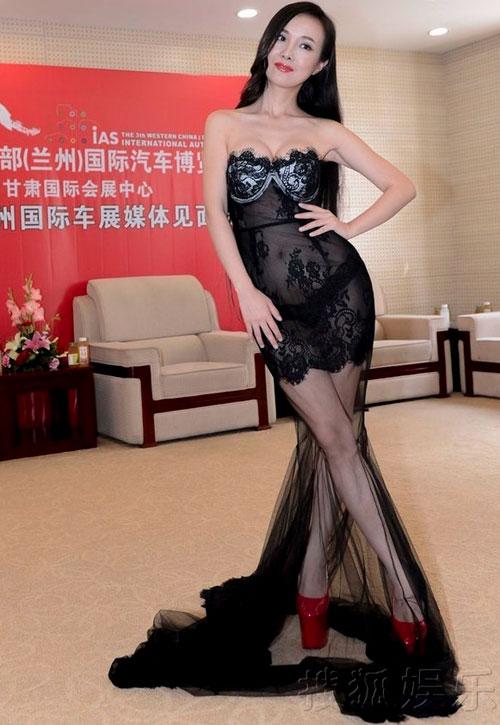 Hoàng Hải giải trình về váy của Hồng Quế - 6
