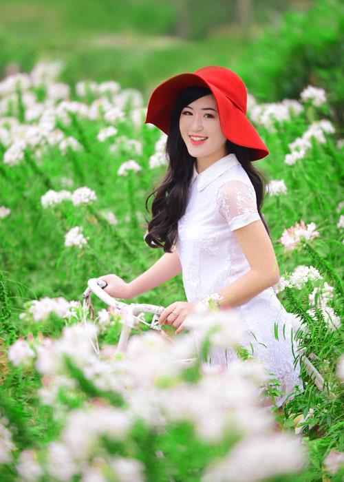 Nữ sinh Truyền hình khoe sắc giữa rừng hoa - 1