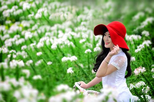 Nữ sinh Truyền hình khoe sắc giữa rừng hoa - 2