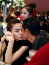 Vợ chồng Hà Hồ và khoảnh khắc tình tứ - 9