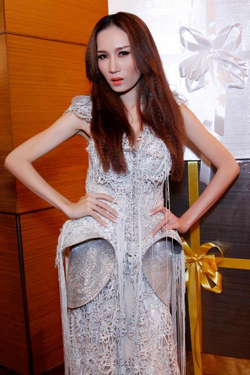 """Thái Hà """"chơi nổi"""" với váy kim loại - 17"""
