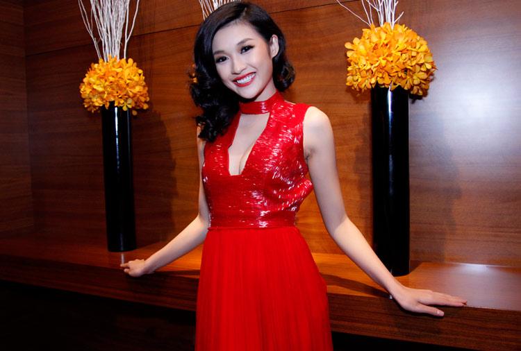 """Thái Hà """"chơi nổi"""" với váy kim loại - 15"""