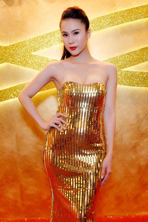 """Thái Hà """"chơi nổi"""" với váy kim loại - 6"""