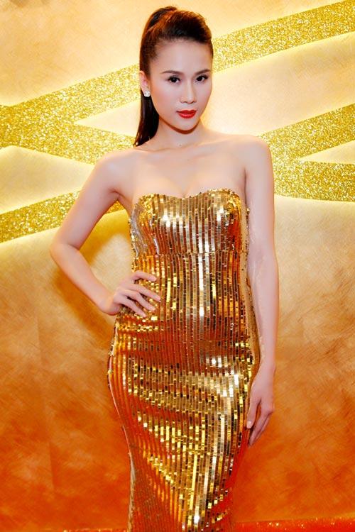 """Thái Hà """"chơi nổi"""" với váy kim loại - 9"""