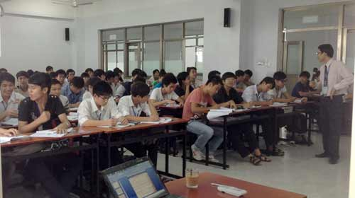 Trường công thu học phí tư - 1