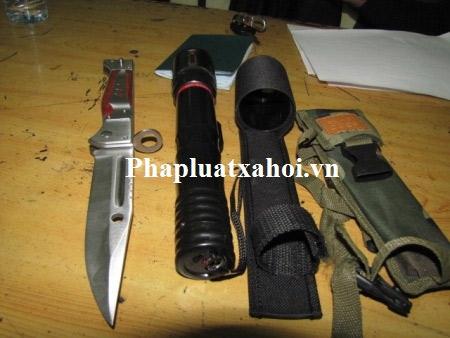"""NK141: Lạnh người với vũ khí """"nóng"""" trên ô tô - 2"""