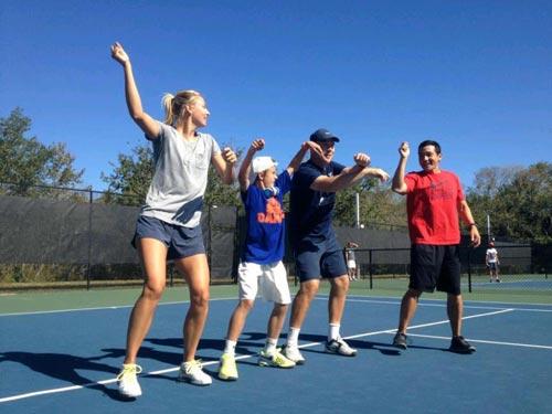 Sharapova cao hứng nhảy Gangnam Style - 1