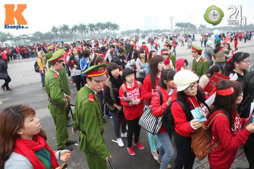 Fan Việt đội mưa, rét xem Kpop - 1