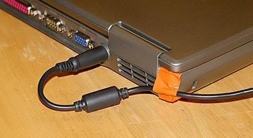 Cắm sạc laptop khi pin đã đầy có hại không? - 1