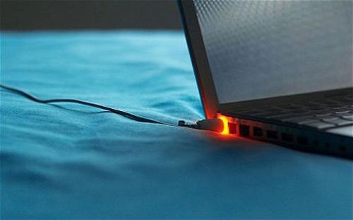 Cắm sạc laptop khi pin đã đầy có hại không? - 2