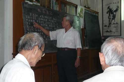 Lớp học 90 bô lão - 3