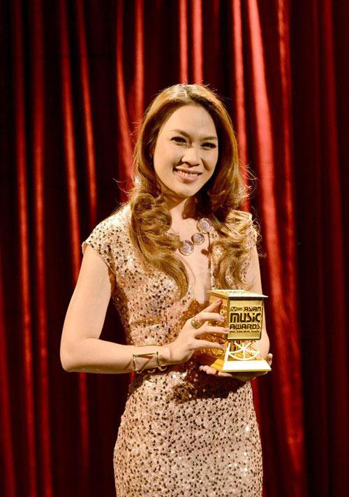 Mỹ Tâm: Nghệ sỹ xuất sắc nhất châu Á - 1