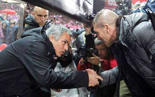 """Mourinho: """"Có giỏi thì đến đây…"""" - 1"""