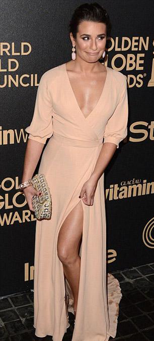 Megan Fox mặt sưng tấy, cười gượng gạo - 9