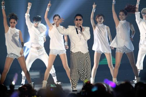 Psy bùng nổ với Gangnam Style - 1