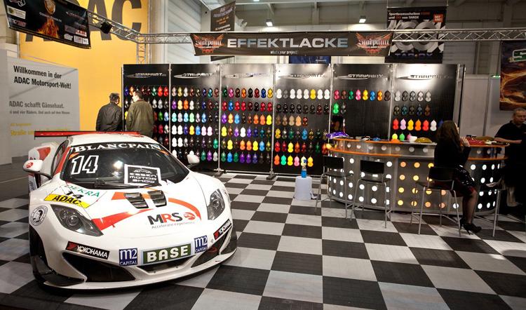 Gian hàng trang trí công phu của ADAC (câu lạc bộ xe hơi lớn nhất nước Đức)
