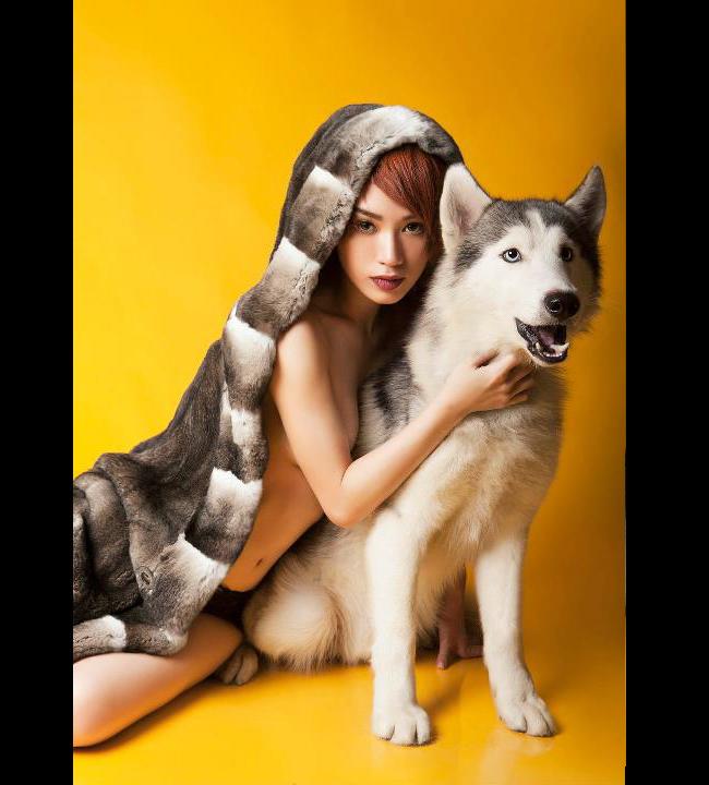 Trà My Idol - Giọng ca trưởng thành từ Vietnam Idol 2007 sở hữu những bộ ảnh bán nude cực hot trong năm 2012.