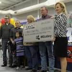 Tin tức trong ngày - Mỹ: Cặp vợ chồng trúng số gần nửa tỷ USD