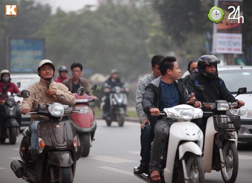 Thanh niên lái xe hồn nhiên nghe điện thoại - 6