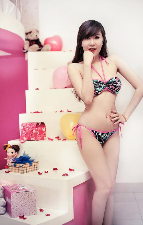 Nu Phạm ngọt ngào với bikini - 2