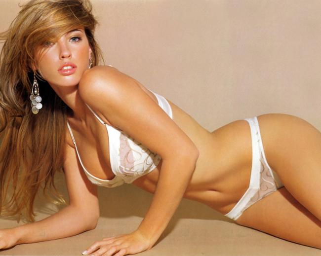 Với các số đo cực kì nóng bỏng 85-58-90, người đẹp đến từ Argentina Rocio Guirao Diaz hiện đang là một trong những siêu mẫu nội y hàng đầu thế giới hiện nay. Ngoài ra, Guirao Diaz còn là một trong những ngôi sao của chương trình truyền hình  thực tế Dancing with the Stars, đồng thời cũng là một người dẫn chương  trình duyên dáng cho  ' The Garage '  (chương trình nói về những chiếc xe ô  tô đời mới) của đài truyền hình. Đặc biệt, cô còn có thời là bạn gái của tiền vệ đồng hương Lucho Gonzalez hiện đang đầu quân cho Porto.