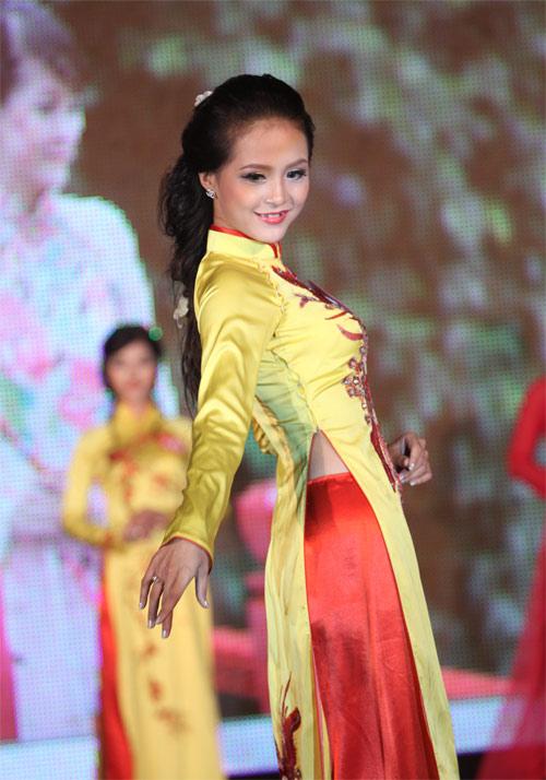 Nữ sinh Hà Nội khoe nét yêu kiều, duyên dáng - 15