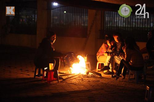 Người Hà Nội đốt lửa chống rét - 3
