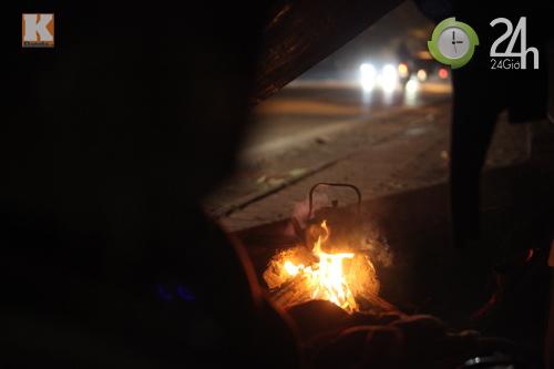 Người Hà Nội đốt lửa chống rét - 1