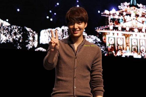 Lee Min Ho làm nức lòng fan Nhật - 11