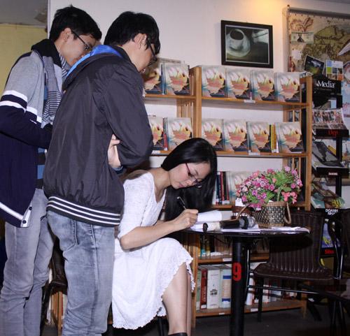 Lâm Phương Lam ra sách đầu tay - 3