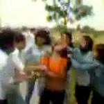 Tin tức trong ngày - Nữ sinh bị xé tan áo, đánh hội đồng