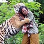 Tin tức trong ngày - Indonesia: Rợn người chàng trai đùa với… hổ