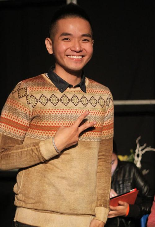 Quá sung, Đoan Trang cởi giày để hát - 16